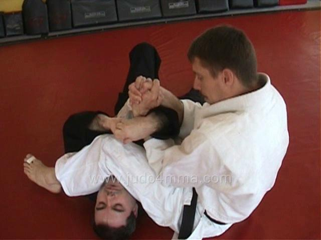 Click for a video showing how to break the grip to apply a successful Ude Hishigi Juji Gatame - Cross Arm Lock